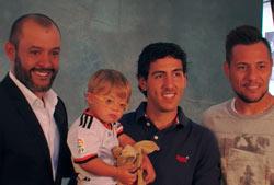 Nuno con los capitanes Parejo y Alves